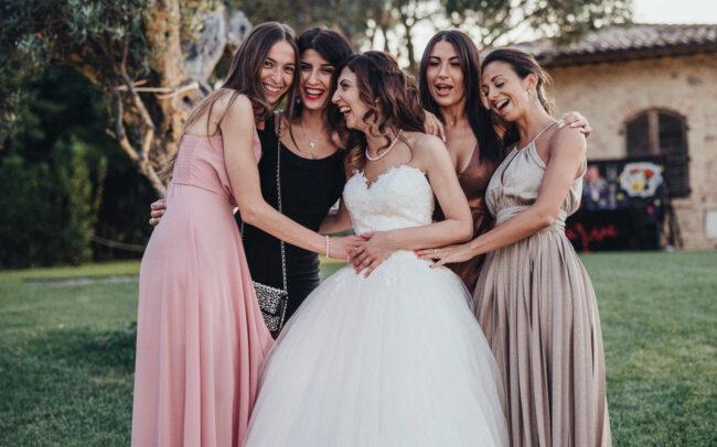 matrimonio-sposa-con-damigelle-tracieloemare