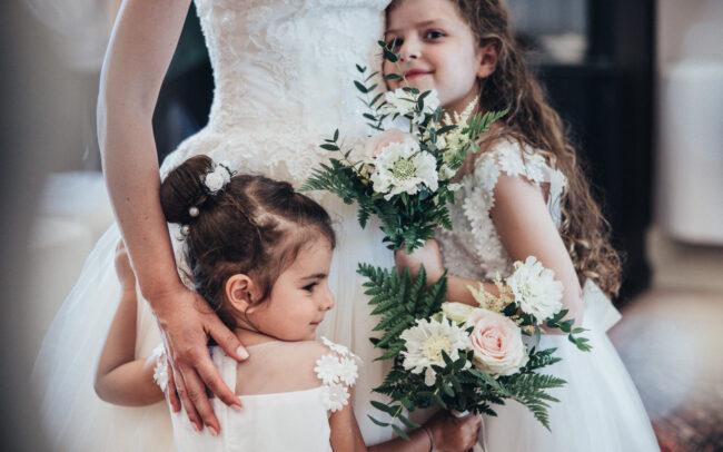 matrimonio-sposa-con-damigelle-e-bouquet